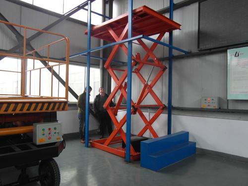 工业货梯(特定升高)