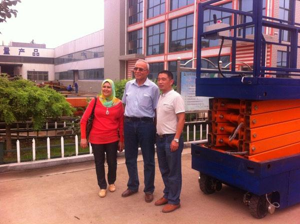 埃及客户购买自行走升降机